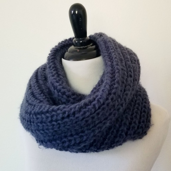 H&M Accessories - H&M Chunky Knit Circle Scarf